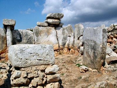El poblado permite sumergirse en la historia de Menorca.