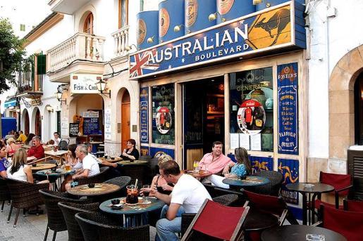 El Australian Boulevard ofrece pasar momentos inolvidables con música en directo, deportes y, sobre todo, cerveza.