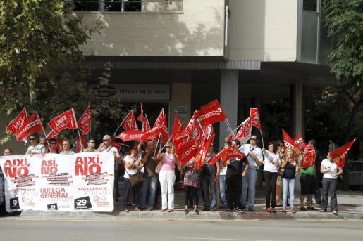 Gritos y pitos ayer en Palma contra el ministro de Fomento, José Blanco.