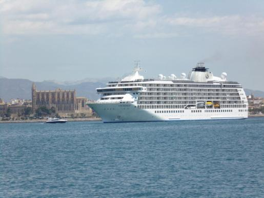 El crucero 'The World' en el puerto de Palma.