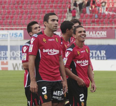 Joao Víctor (i) y Ratinho (d) poco antes de comenzar el partido ante la Real Sociedad.