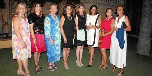 Cati Gelabert Niell, Lola Durán, Margarita Vidal, Carmita Pérez, Kimberley Marshall, Charo Sanz, Gela García de los Reyes y Begoña Aranda.