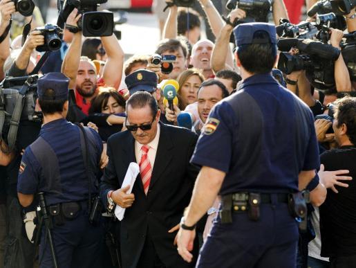 El ex alcalde de Marbella Julian Muñoz llega a la Audiencia Provincial de Málaga.
