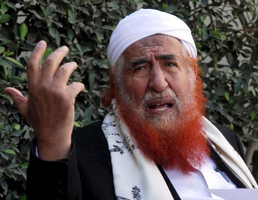 El clérigo islámico yemení Abdul Mayid Al Zindani, sobre el que pesa una orden de busca y captura emitida por Estados Unidos por supuestos delitos de terrorismo, denunció presiones por parte de Estados Unidos sobre el gobierno yemení para que éste combata el terrorismo de Al Qaeda en la Península Arábiga.