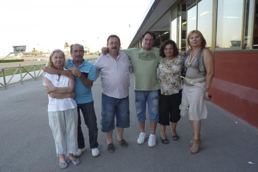 Marga Ballester, Pep Servera, Jaume Sunyer, de la cuadra Can Gamba, Rafael Gomis, Marga Tomás y Jero Mut.