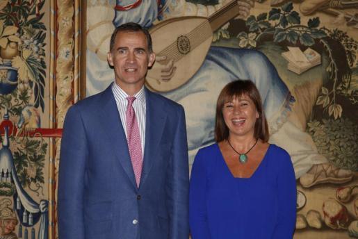 El Rey Felipe VI y la presidenta del Govern de les Illes Balears durante la reunión que han mantenido durante la mañana de este lunes en el Palau de l'Almudaina.