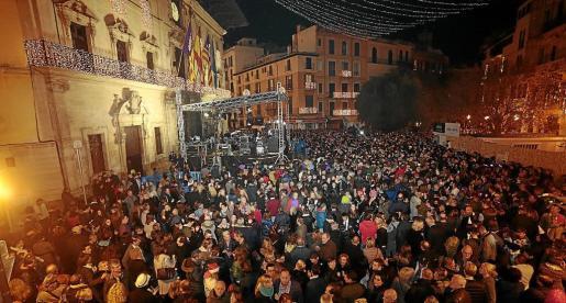 Imagen de la celebración de la Nochevieja ante Cort.