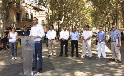 El alcalde de Palma, José Hila, presenta este martes la zona wifi de Palma, que calcula que será la más grande de Europa.