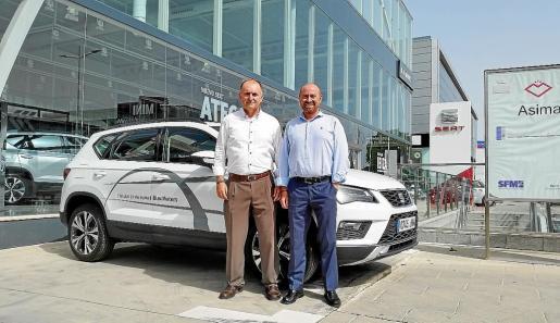 José Luis Roig (gerente) y Domingo Sanz (director comercial) de Blau Motors, junto al nuevo Ateca.