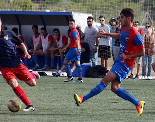 Andreu Hernández Celià vistiendo la camiseta del Levante.