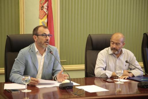 Biel Barceló y Antoni Gómez, durante la comparecencia en el Parlament.