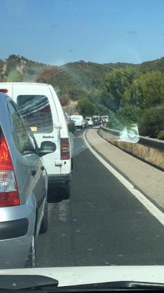 La avería de un autobús ha provocado importantes retenciones en la carretera Palma-Andratx.