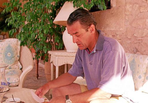 El exbanquero Mario Conde, en su finca de Can Poleta, en el verano de 1999.