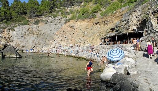 Imagen reciente de la Cala de Deià. Como se puede ver la playa ha quedado reducida a un campo de bloques.
