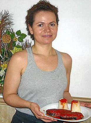 Itxel Robles participa en el concurso con su receta de berenjenas rellenas con arroz.