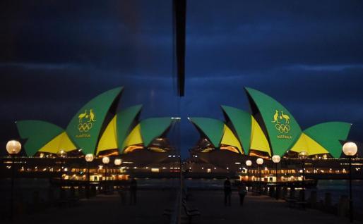Edificios emblemáticos de todo el mundo se han teñido de verde y amarillo para dar la bienvenida a la cita olímpica de Brasil.