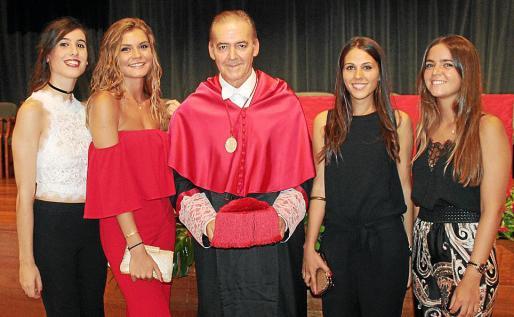 Joana Maria Verger, Elisabet Bonet, el decano Francisco López Simó, Marta Amengual y Rita Alcover.