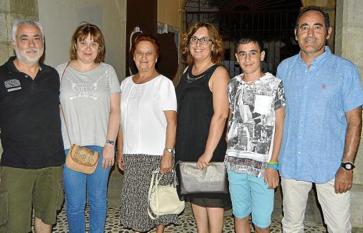 Domingo Quetglas, Antònia Oliver, Catalina Bergas, Micaela Feliu, Miguel Serrano y José María Serrano.