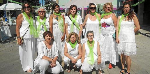 De pie: Marta Gil, Capilla Guzmán, Natalia Alario, Dora Martínez, Ana Rus, Teresa Cortés e Inmaculada Barbecho. Agachadas: Esperanza Oliver, María Aguiló y Ángela Pérez.
