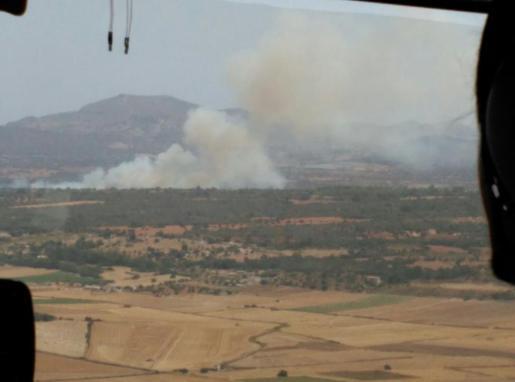 Imagen aérea del incendio declarado en Son Doblons, Petra.