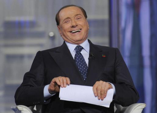 El líder del partido Forza Italia y ex primer ministro italiano, Silvio Berlusconi, habla durante el programa de la Rai 1 Porta a porta.