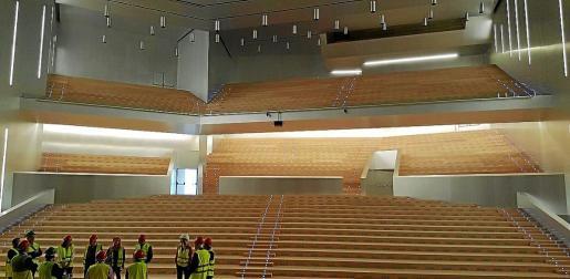 PALMA. Las butacas pueden retrasar cinco meses la apertura del  Palacio de Congresos . De momento, el  Palacio de Congresos  sólo tiene visitantes y no congresistas.