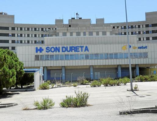 El complejo de edificios de Son Dureta lleva cerca de seis años en estado de abandono y sigue deteriorándose.