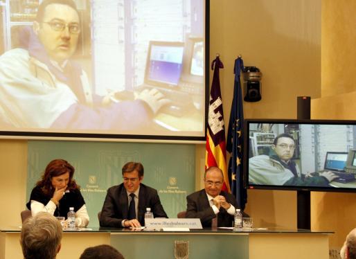 Un trabajador del centro emisor de Alfàbia fue el encargado de 'apagar' la televisión analógica de la Isla.