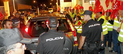 Los piquetes informativos estuvieron anoche en Son Pacs, desde donde salieron los camiones de recogida de Emaya.