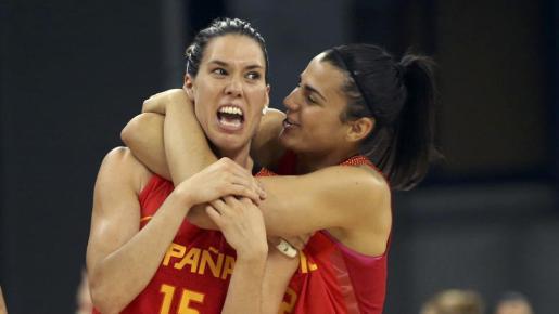 La selección española femenina de baloncesto logró un triunfo (59-65) de lustre en su debut contra la actual campeona de Europa, Serbia.