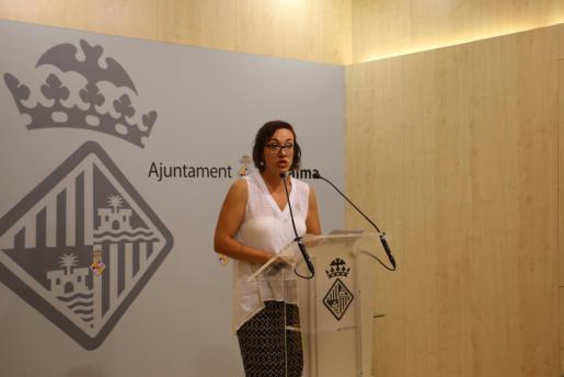 Joana Maria Adrover, concejala de Turismo, Comercio y Trabajo del Ajuntament de Palma, en rueda de prensa.