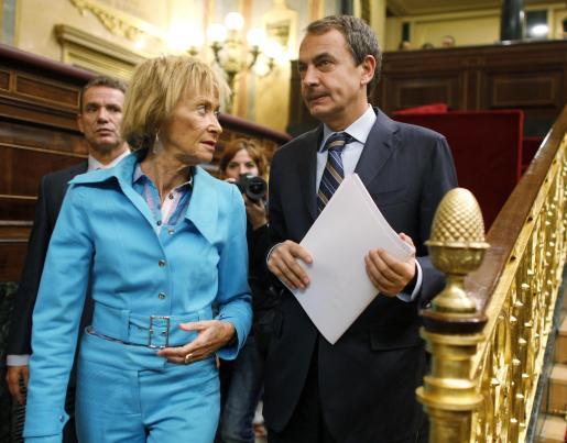 José Luis Rodríguez Zapatero y María Teresa Fernández de la Vega, esta mañana en el Congreso.