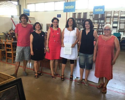 La consellera de Bienestar y Derechos Sociales y presidenta del IMAS, Margalida Puigserver, y la directora de la Fundación Deixalles, Francisca Martí, han firmado el acuerdo que tiene una duración inicial de un año.