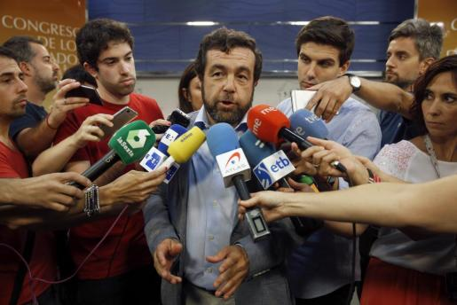El diputado de Ciudadanos, Miguel Gutiérrez, en declaraciones a los medios este jueves en el Congreso.