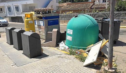Can Picafort Unit denuncia la suciedad que se acumula en las calles.