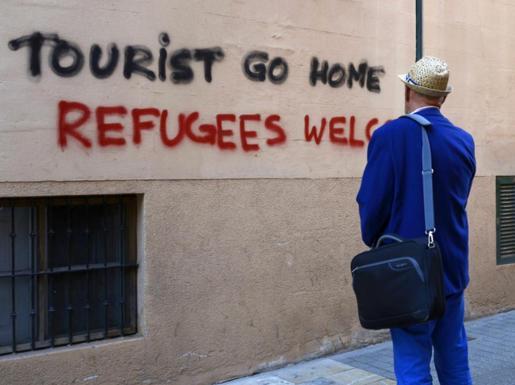 Una de las pintadas aparecidas en el centro de Palma meses atrás contra los turistas.