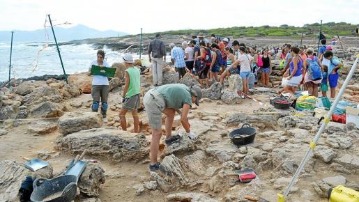 Jornada de puertas abiertas en la necrópolis de Son Real, ejemplo de que la arqueología interesa cada vez más.