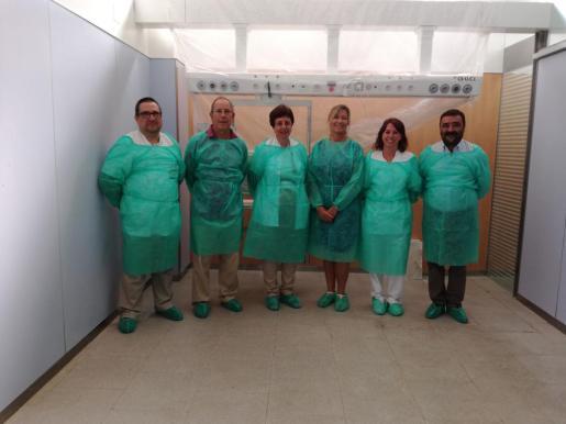 Las autoridades durante la visita a las obras en el hospital de Manacor.