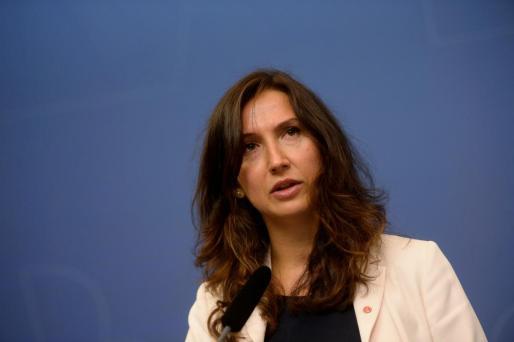 Aida Hadzialic, anunciando su dimisión este sábado en Estocolmo.