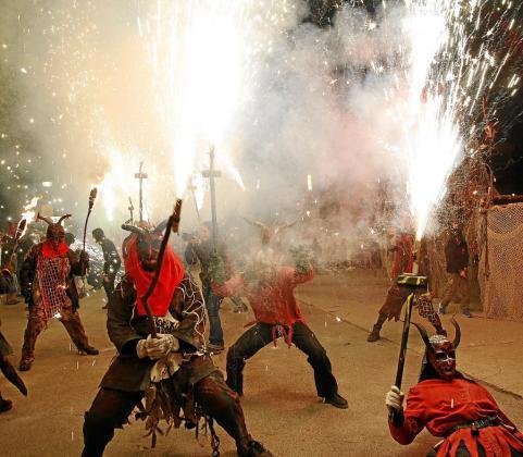 Momento del espectáculo de pólvora vivido en la emblemática zona palmesana.