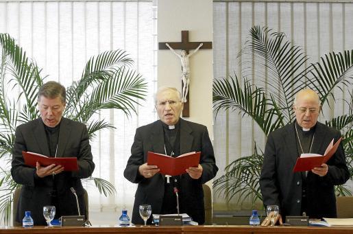 Martínez Camino, Rouco Varela y Ricardo Blázquez, el martes durante la reunión de la Comisión Permanente de la CEE.