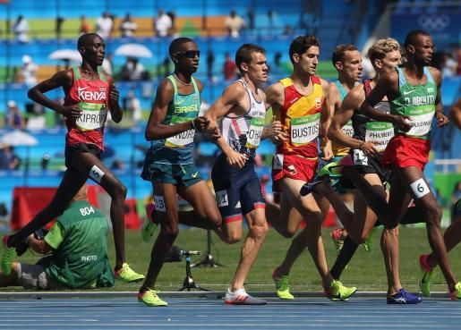 El mallorquín David Bustos durante la primera serie en la categoría masculina de 1500 m de la competencia de atletismo de los Juegos Olímpicos Río 2016.