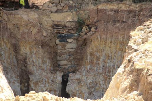 Zona donde los rescatadores trabajan en las labores de recuperación del cuerpo del pastor que, junto a otro hombre, había excavado un pozo para buscar un tesoro en un paraje cercano a Zamora.