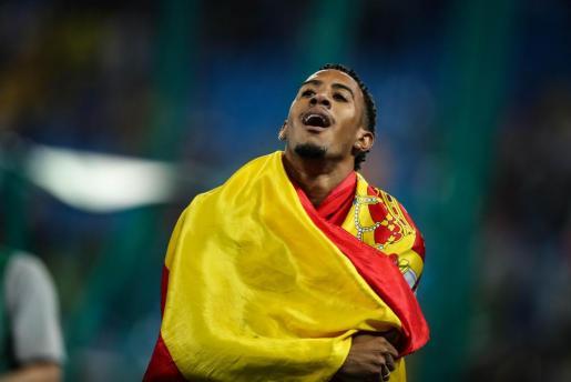 El atleta español Orlando Ortega celebra la segunda posición en la prueba de 110 m vallas este martes 16 de agosto de 2016 en los Juegos de Río.