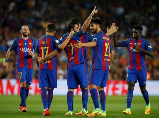 Los jugadores del Barcelona celebrabdo uno de los goles. Foto: ALBERT GEA