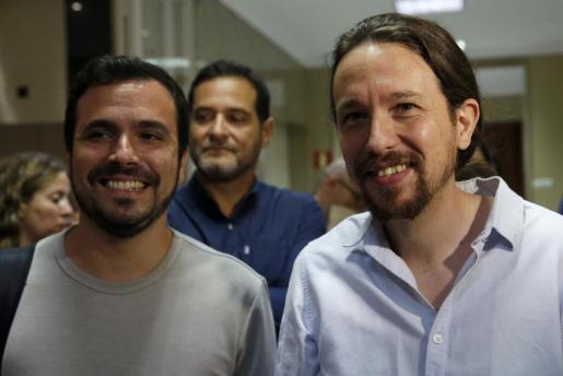 El líder de Izquierda Unida, Alberto Garzón (i) y el de Podemos, Pablo Iglesias, a su llegada este jueves al Congreso para la constitución de la Diputación Permanente, el órgano que rige la Cámara en periodos sin actividad parlamentaria.