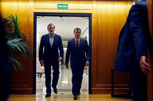 Mariano Rajoy y Albert Rivera, antes de comenzar su reunión de este jueves.