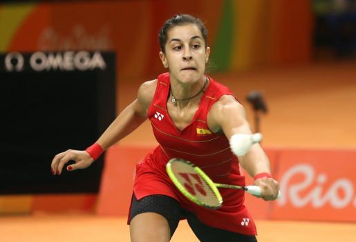 La española Carolina Marín en acción ante la china Li Xuerui este jueves en la semifinal individual de bádminton de los Juegos Olímpicos Río 2016