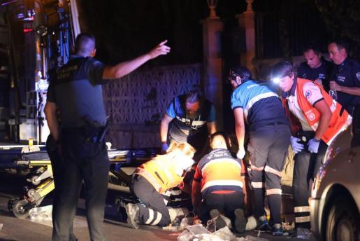 Los técnicos de emergencias intentado reanimar a la víctima en el lugar del suceso.