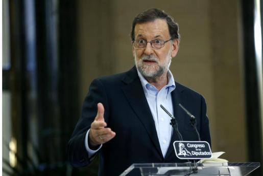 El presidente del Gobierno en funciones, Mariano Rajoy, durante la rueda de prensa que ha ofrecido tras su reunión con el líder de Ciudadanos, Albert Rivera.